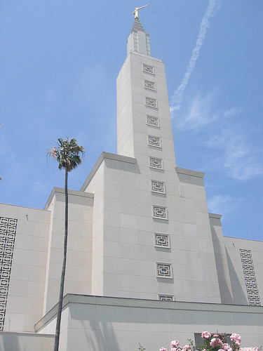 Los Angeles Mormon Temple Closed After Suspicious Package Found
