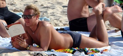 fp_1958260_carson_kressley_shows_he_s_rich_and_ripped_on_on_bondi_beach