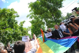 Moscow Pride Limited to 10-Minute Bursts