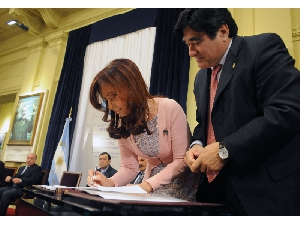 Argentina's President Cristina Fernández de Kirchner Signs Your Gay Marriage Law