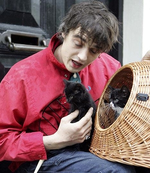 Pete Doherty Can't Handle Pussy
