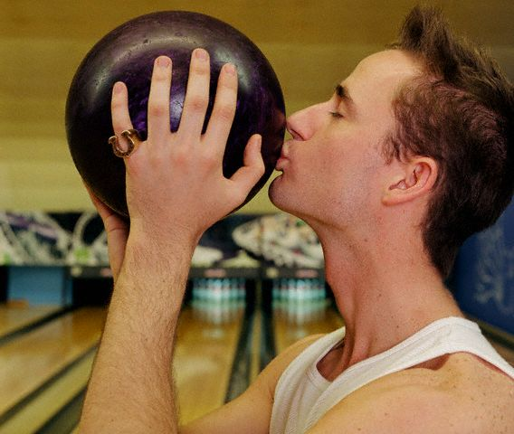 Did An Oregon Bowling Alley Kick Out A Bowling League For Being Gay?