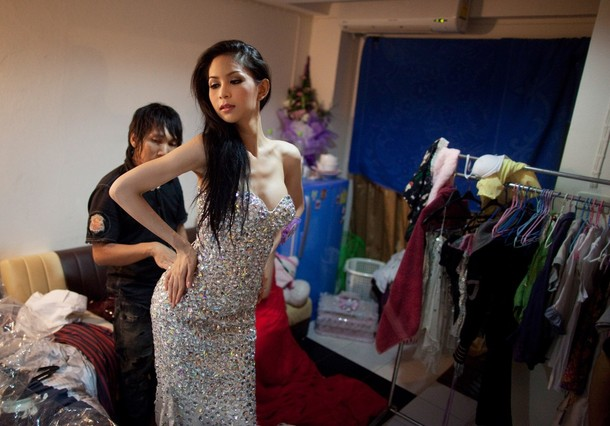 PHOTOS: Thailand Crowns New Transexual Miss Tiffany