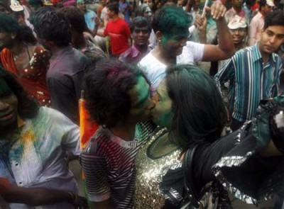 indiagaypride4 400x295 Yet, in the 21st century, gay men and women in India find it hard to come ...