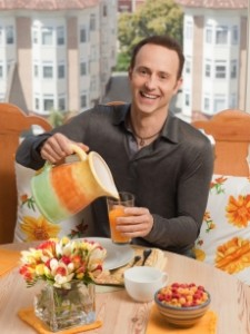 98513_brian-boitano-pours-himself-a-drink-on-what-would-brian-boitano-make1