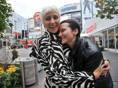 DOSSIER: Russia's Lesbians Get Married! (In Toronto) ... Another March?