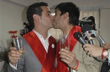 Buenos Aires Judge Nullifies 1st Gay Marriage, Orders Licenses Turned In