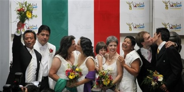 Mexico's First Married Gays Run Late To Their Own Wedding