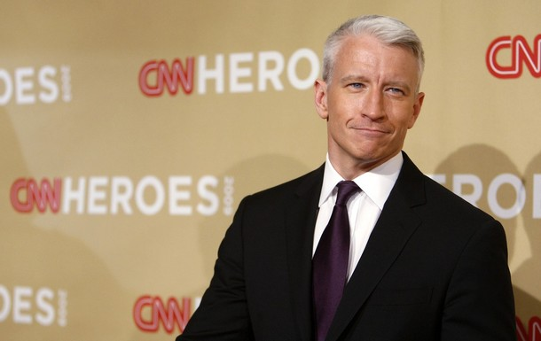 Anderson Cooper's New Gimmick: Show Off Muscles In Front of Live Audience