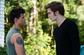 How Twilight Is Scamming Gay Audiences With Faux Jacob-Edward Titillation