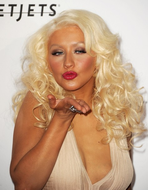 Christina Aguilera Officially Bisexual Or Lesbian, According to Unofficial Unsourced Rumormongering
