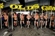 Gold's Gym Pleads With Customers: Bigoted Owner's $2M Donation Doesn't Mean We Hate Gays