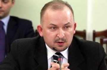 Polish Lawmaker Robert Wegrzyn's Joke About Lesbian Sex Gets Him Booted From Political Party