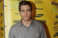 The Unsolved Mystery Behind Jake Gyllenhall's Bathroom Fan Photo Attack