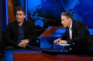 Jake Gyllenhaal Talks Awkwardly About Liking Chicks