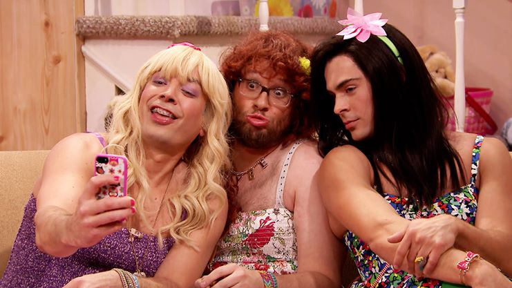 Watch: Zac Efron Dresses in Drag and Twerks! [NSFW]