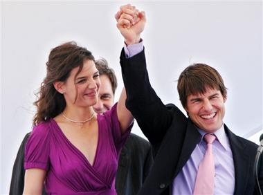 Happy Endings: Newsflash! Tom Cruise Is Irritating