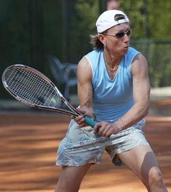 Martina Navratilova smash