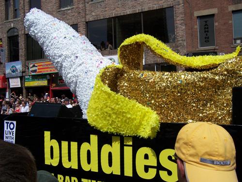 tpride-2006-buddies-banana.jpg