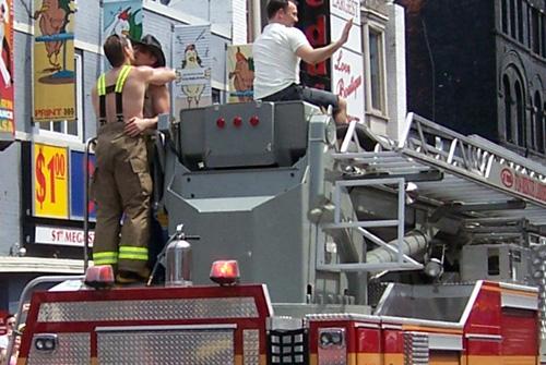 tpride-2006-firemen-kissing.jpg