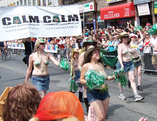 tpride2006-cannabis-girls.jpg